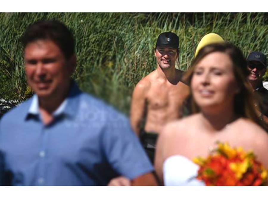 دنیا کے طاقتور اور مشہور ترین لوگوں میں سے ایک شخص دولہا دلہن کو اپنی شادی کی تصاویر میں نظر آگیا، کون آدمی تھا؟ ایسا انکشاف کہ نوبیاہتا جوڑے کیلئے اپنی آنکھوں پر یقین کرنا مشکل ہوگیا