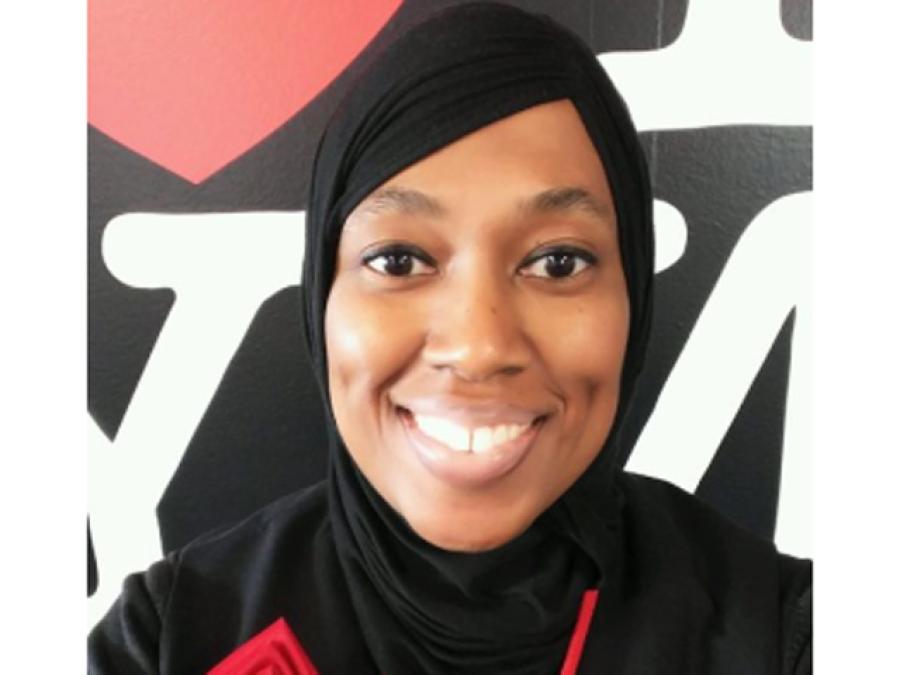 مسلمان خاتون ائیرہوسٹس جس نے اپنا ایمان بچانے کیلئے نوکری کو لات ماردی، 'حکم' نہ ماننے پر نوکری سے نکال دیا گیا