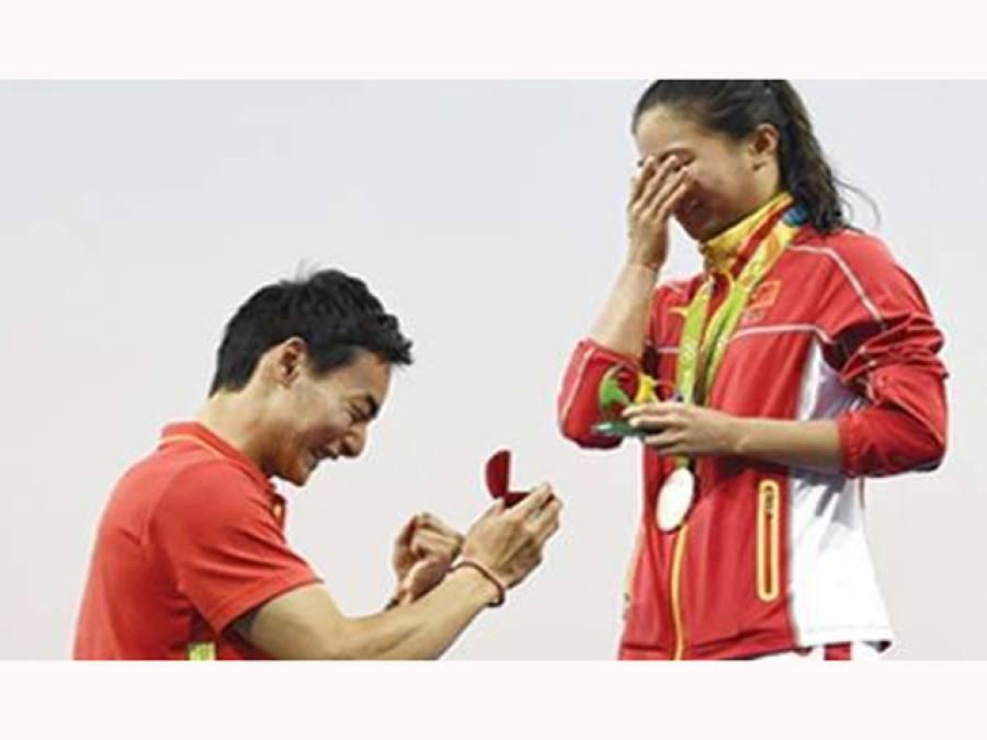 چینی ڈائیور نے اپنی دوست کو پوری دنیا کے سامنے شادی کا پیغام دیدیا