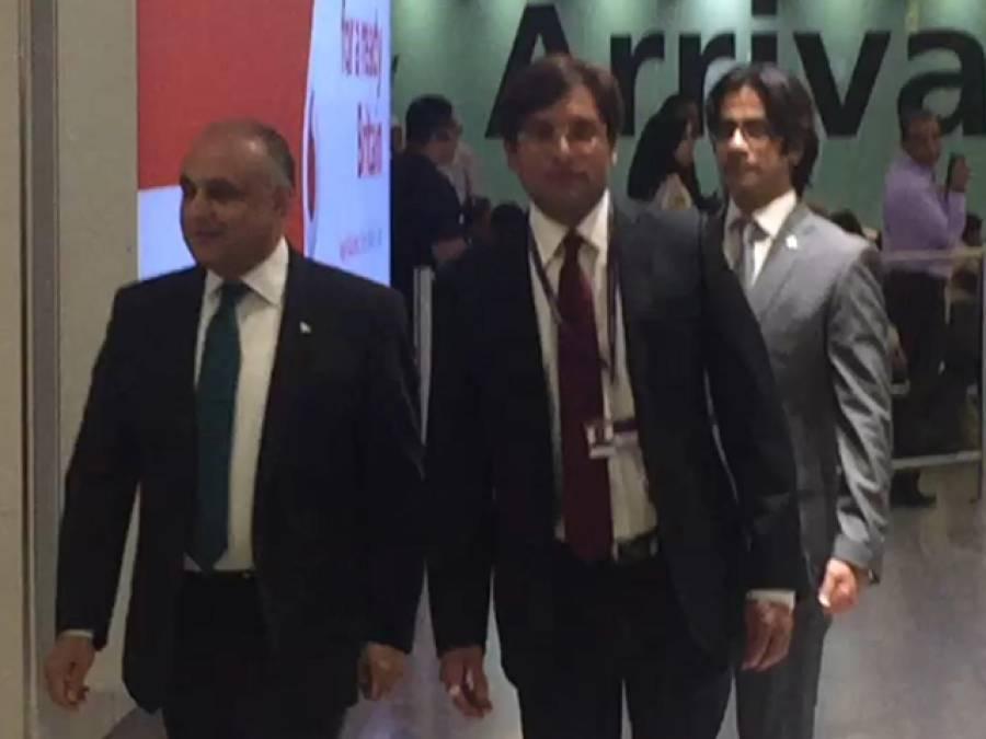 پی آئی اے کی پریمئیر سروس کا پہلا جہاز 3 سو مسافروں کو لیکرہیتھرو ائیرپورٹ پر پہنچ گیا، پاکستانی ہائی کمشنر کا مسافروں کا استقبال