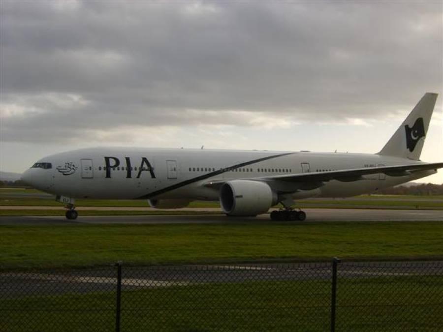 پی آئی اے کی پرواز10گھنٹے تاخیر کا شکار ، مسافروں کا احتجاج