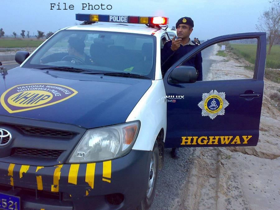 سادہ لباس سیکیورٹی اہلکاروں کا چالان کرنے پر موٹروے پولیس اہلکار موبائل سمیت اغواء