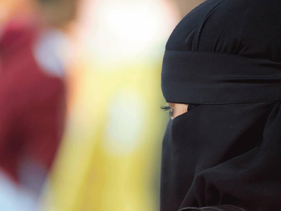 یورپی ملک میں حاملہ مسلمان لڑکی کے پیٹ پر شہریوں کا لاتوں سے حملہ، خوفناک حرکت کی وجہ ایسی شرمناک کہ جان کر کسی بھی مسلمان کو غصہ آجائے
