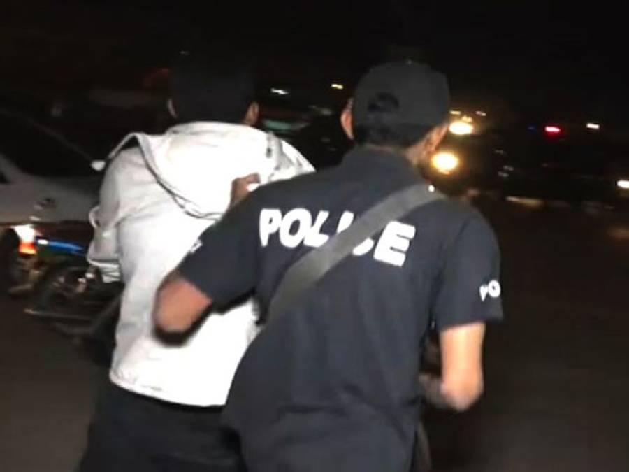 لاہور : گاڑی روکنے پرکارسواروں نے پولیس پر فا ئرنگ کردی، ایک اہلکار زخمی، 5ملزمان گرفتار