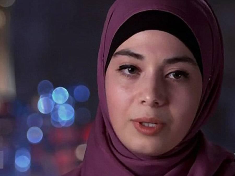 یہ مسلمان لڑکی 'برکنی' پہن کر فرانس کے ساحل پر پہنچ گئی، اس کے بعد لوگوں نے اس کے ساتھ کیا سلوک کیا جان کر آپ کو شدید غصہ آئے گا