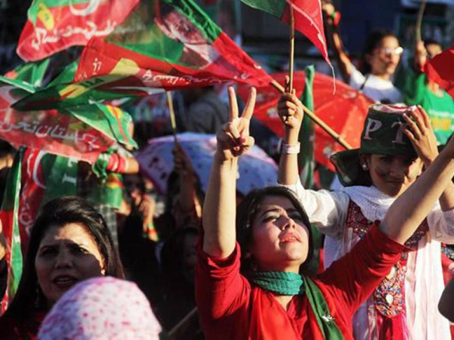 تحریک انصاف کی خواتین نے کفن پوش فورس تیار کرلی ، کفن پہن کر مارچ میں شرکت کا اعلان