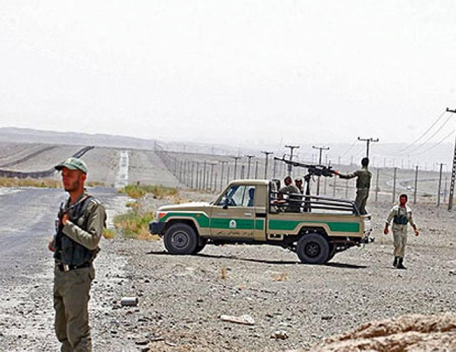 ایرانی سرحدی فورسز کی فائرنگ، گاڑی سوار میں سوار ایک پاکستانی زخمی، دیگر دو افراد کو فورسز ساتھ لے گئی