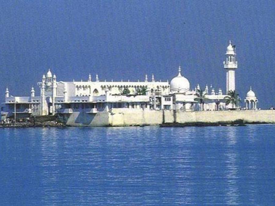 ممبئی : حاجی علی درگاہ انتظامیہ نے خواتین کو داخلے کی اجازت دیدی