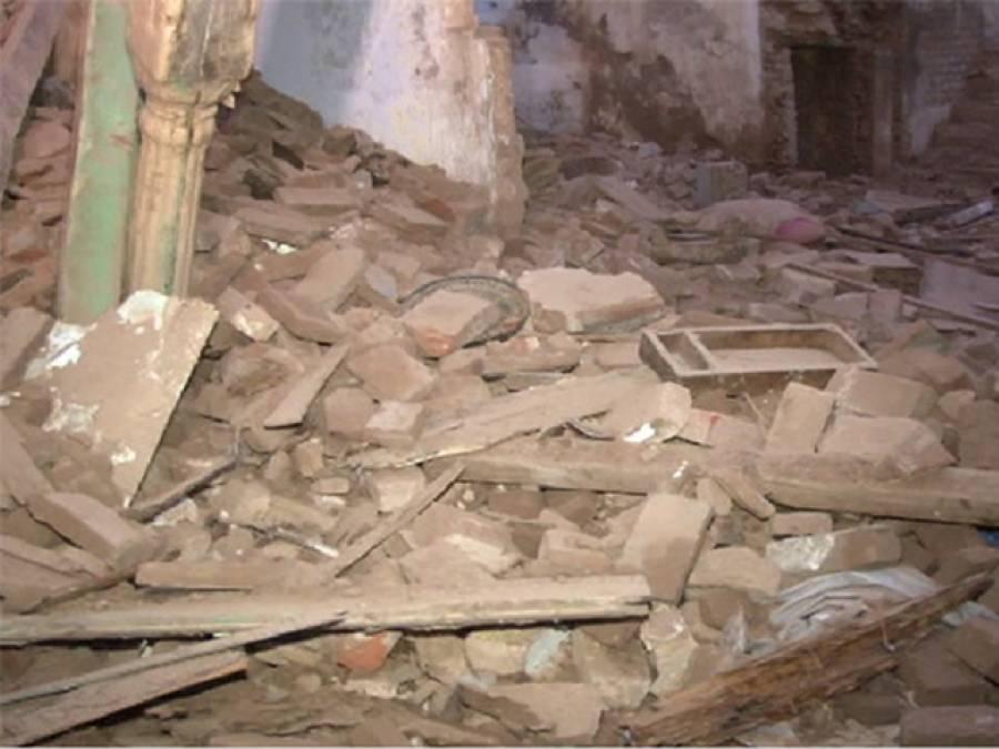 کراچی کے علاقے کھارادر میں مکان کی چھت گر گئی ، 5افراد زخمی