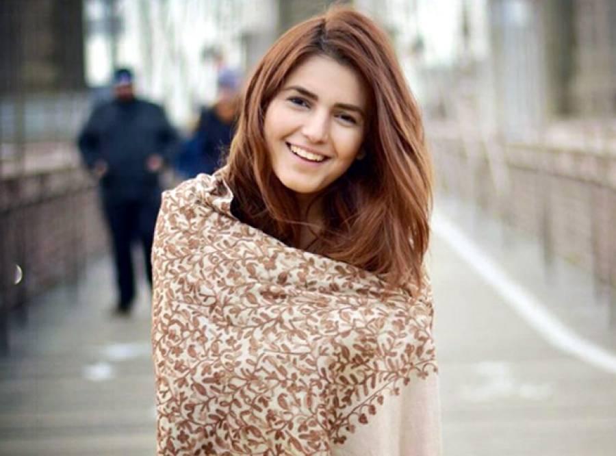 لائیو انٹرویو کے دوران مومنہ مستحسن کے ساتھ نوجوانوں کی ایسی شرمناک حرکت کے دوڑ لگانا پڑ گئی
