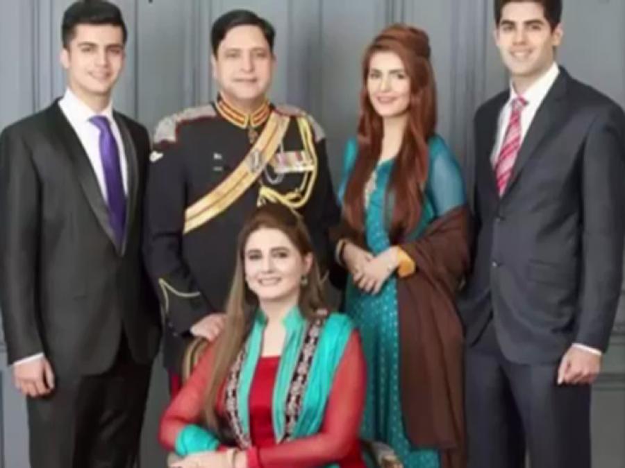 کوک سٹوڈیو سے پاکستان میں تہلکہ برپا کرنے والی مومنہ مستحسن دراصل کون ہیں؟ وہ باتیں جنہیں جان کر آپ کی حیرت کی بھی انتہاءنہ رہے گی