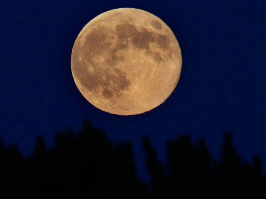 اس ماہ کی 14 تاریخ کو پاکستانیوں کو آسمان میں ایسا چاند نظر آئے گا جو پچھلے 68 برس سے نظر نہیں آیا، ابھی سے نظارے کی تیاری کرلیں