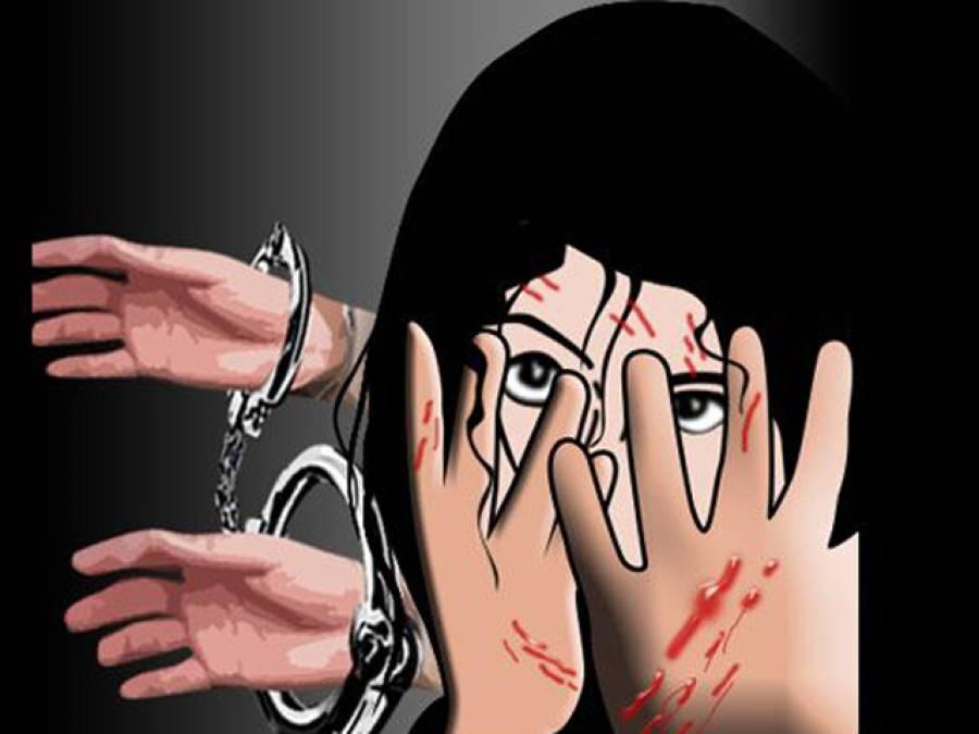 بھارت میں سرکاری سکول کے استاد درندے بن گئے ، درجن سے زائد نابالغ طالبات کو ''جنسی ہوس '' کا نشانہ بنا دیا،ہیڈ ماسٹر سمیت 11بھیڑیئے گرفتار