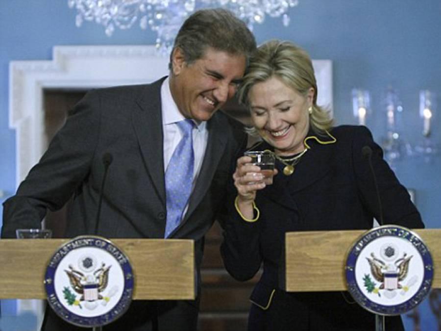 تاریخ گواہ ہے جس کسی کو پی ٹی آئی والے کا ہاتھ لگا وہ جیتا الیکشن ہارگیا، شاہ محمود اور ہیلری کی چند سال قبل کی تصویر ٹوئٹر پر وائرل