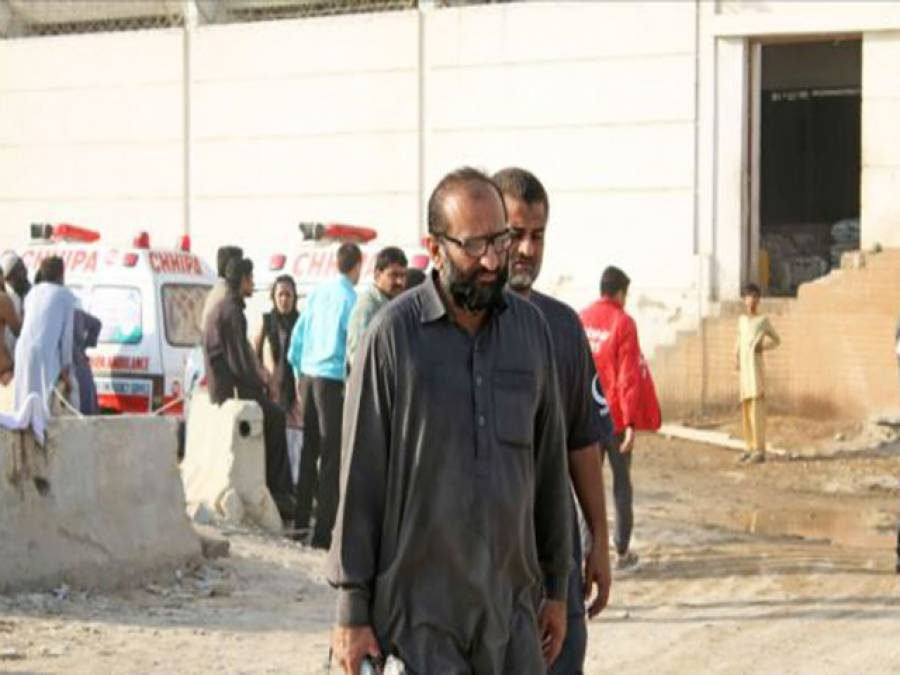 کراچی کے مشہور ہوٹل میں آگ لگنے کے بعد انتظامیہ نے امدادی ٹیموں پر بندوقیں تان لیں :فیصل ایدھی