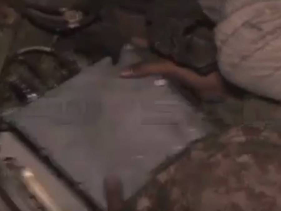 طیارہ حادثہ ، امدادی کاموں میں مصروف فوجی جوانوں نے جہاز کا بلیک باکس ڈھونڈ نکالا