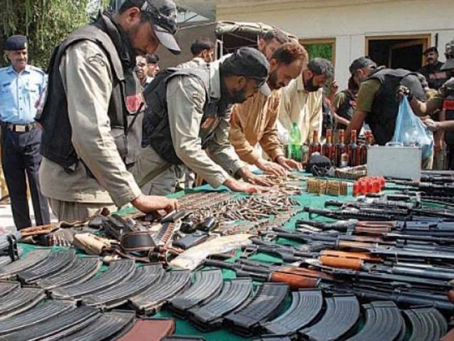 کراچی میں شہری کی اطلا ع پررینجرز کا عزیر بلوچ گروپ کے مکان پر چھاپہ،اسلحہ، گولیاں اور منشیات کا بڑا ذخیرہ برآمد