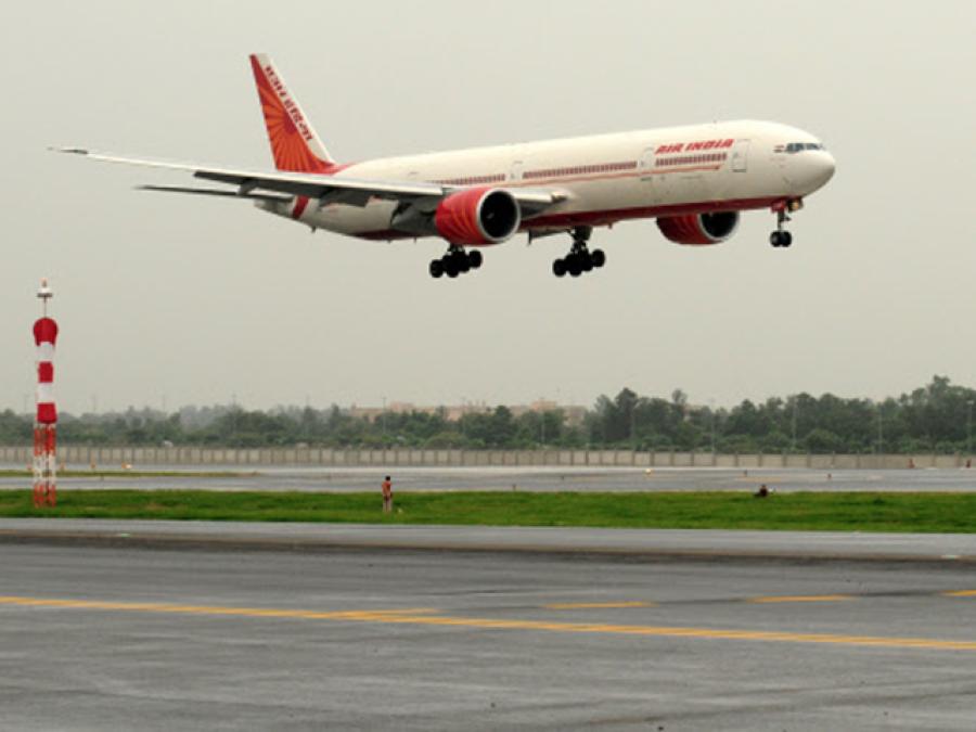 بھارتی ایئر لائن کے مسافر کو خاتون سے چھیڑچھاڑ پر گرفتار کر لیا گیا