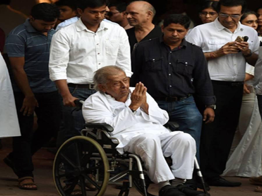 ماضی کا یہ خوبصورت ہیرو ششی کپور اوم پوری کی آخری رسومات میں ایسی حالت میں سامنے آگیا کہ دیکھ کر آپ کو شدید دھچکا لگے گا