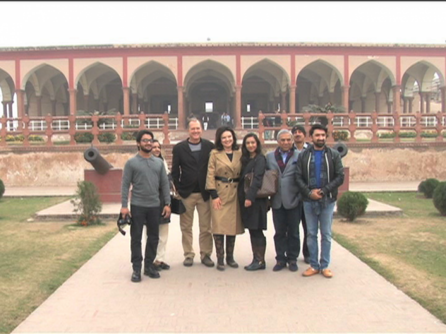 امریکی جوڑا پاکستان کے مثبت پہلوﺅں پر ڈاکومنٹری بنانے لاہورپہنچ گیا