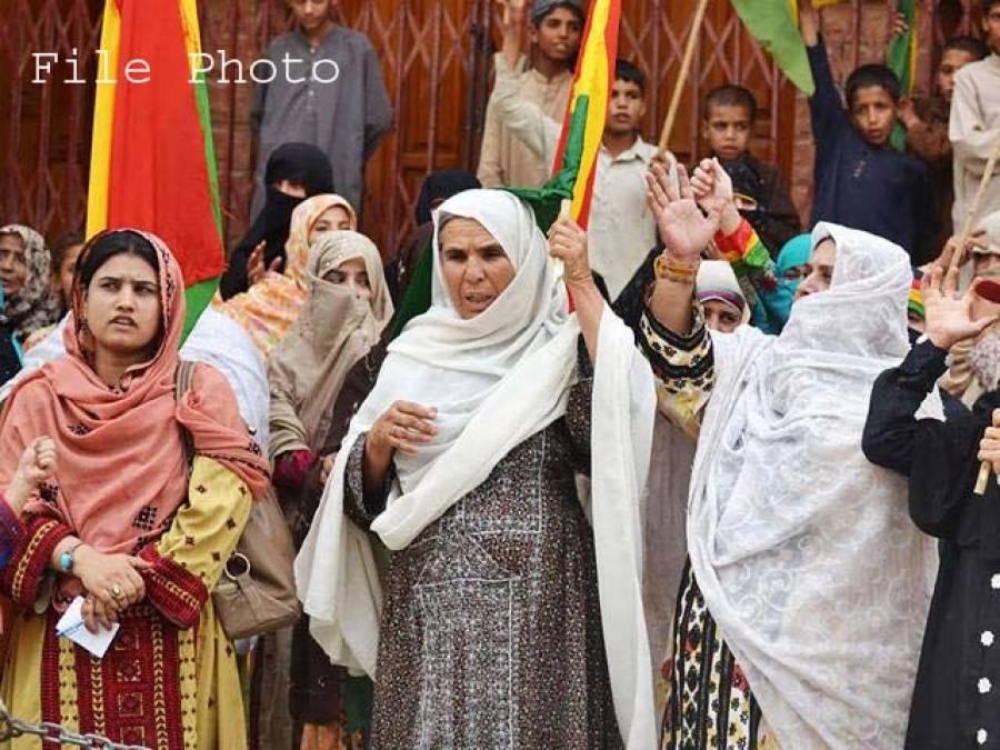 سی پیک روٹ پر گھر گرانے کے خلاف بلوچستان کی خواتین کا احتجاج