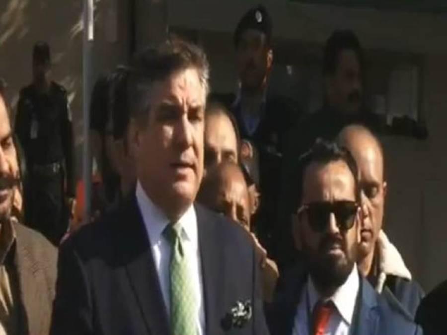 نعیم بخاری کے اپنے آپ کو'سٹپنی 'وکیل کہنے پر عمران خان نے سر پکڑ لیا،دانیال عزیز