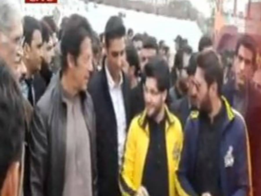 پشاور:چیئرمین پی ٹی آئی عمران خان حیات آباد سپورٹس کمپلیکس پہنچ گئے،شاہد آفریدی بھی ہمراہ