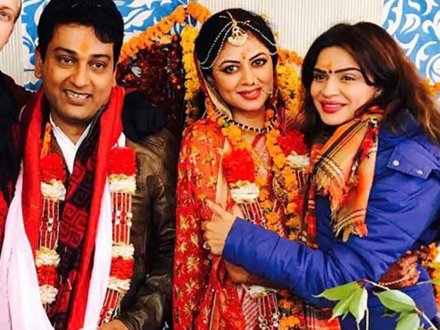 بھارتی ٹی وی ڈراموں کی ''چندر مکھی '' اور مشہور ماڈل کویتا کوشک نے اپنے قریبی دوست رونت بسواس سے شادی رچا لی