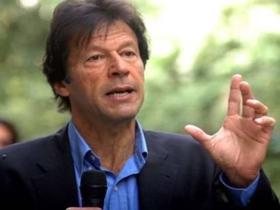 عمران خان کے ساتھ بنی گالہ کے باہر بچوں کی ملاقات،تصاویر بنوائیں