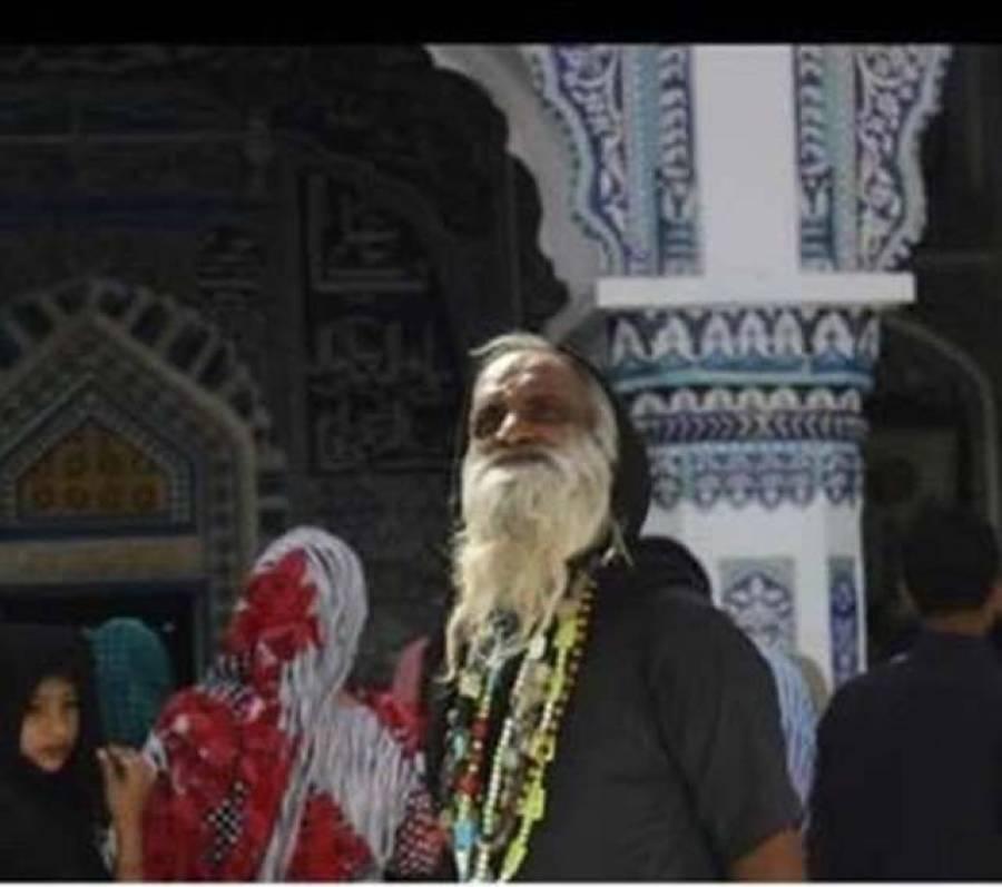 پاکستان میں مزار پر ملنگ بن کر رہنے والا یہ شخص دراصل کون ہے؟ حقیقت جان کر آپ کی حیرت کی انتہا نہ رہے گی