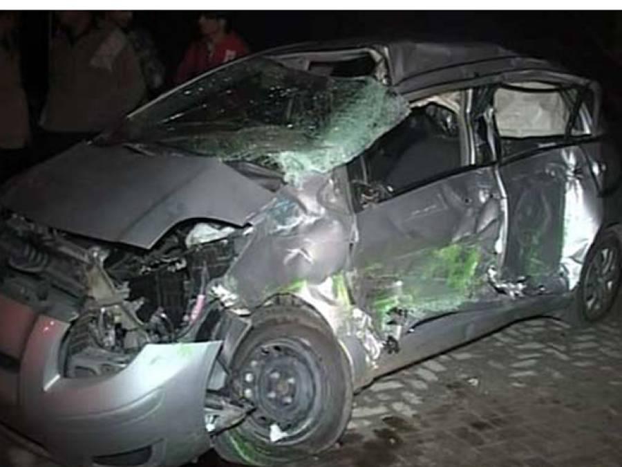کاہنہ کے قریب تیز رفتار گاڑی نے 3افرادپر چڑھ دوڑی،تینوں جاں بحق