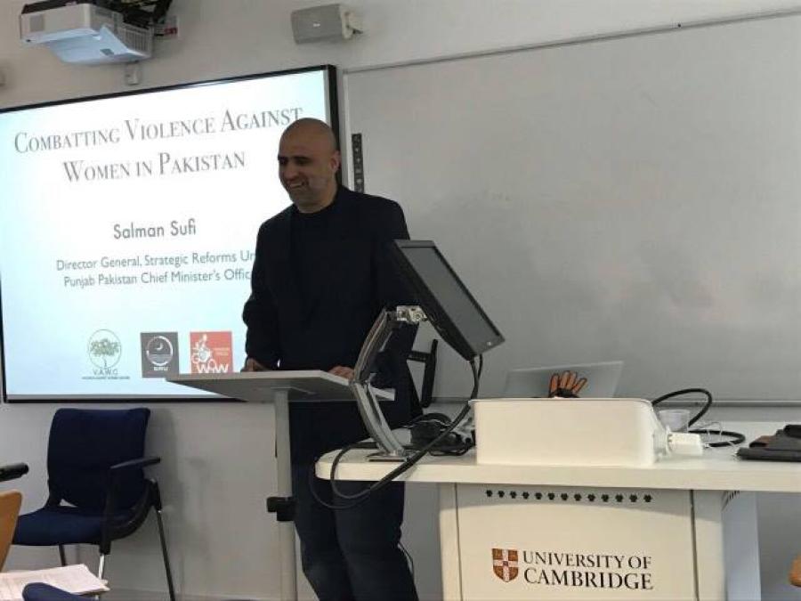 کیمبرج یونیورسٹی میں ' خواتین پر بڑھتا تشدد' کے عنوان پر لیکچر، سلمان صوفی نے پاکستان کی نمائندگی کی