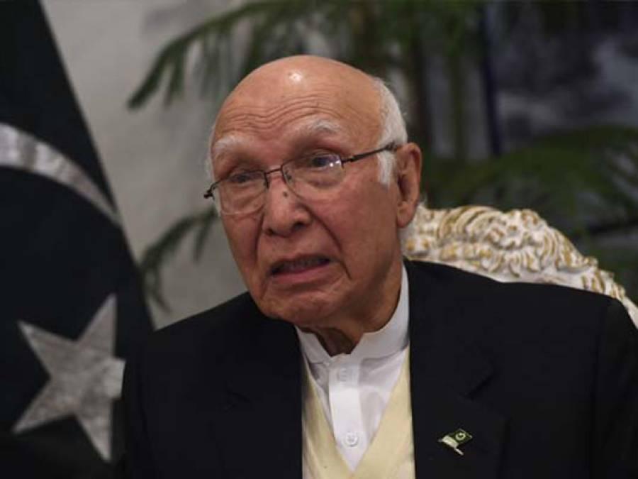 پاکستان' افغانستان سر حد کھولنے پر غور کر رہے ہیں: سرتاج عزیز