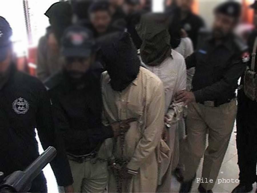 پولیس کالاہور میں سرچ آپریشن ،10 مشتبہ افراد گرفتار