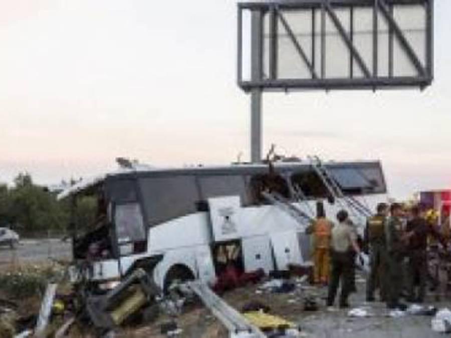 راہگیر کو کچل کر فرار ہونے والے ڈرائیور نے بس ہجوم پر چڑھا دی، 35 ہلاک