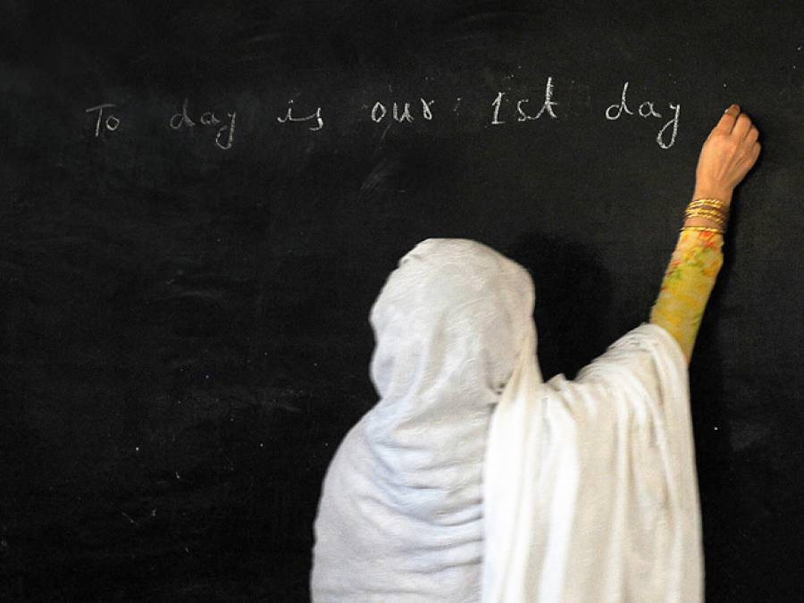 سرکاری سکولوں میں پرائمری کلاسوں کے لیے صرف خواتین اساتذہ تعینات کرنے کا فیصلہ