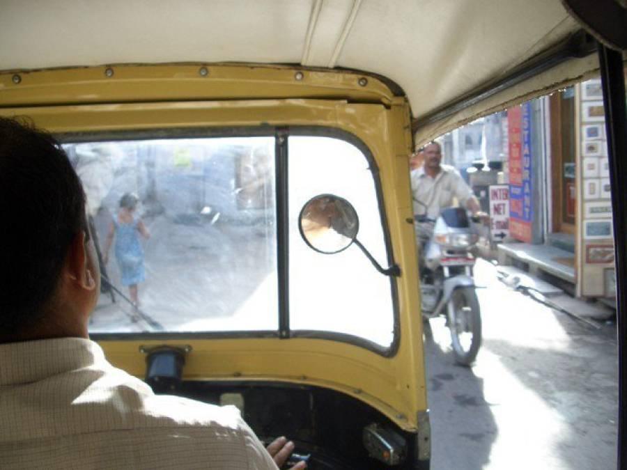 سیالکوٹ میں رکشہ چلانے پر پابندی عائد کرنے کا فیصلہ