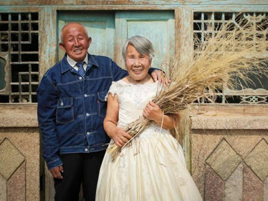 80 سالہ جوڑے نے شادی کے 40 سال بعد بالآخر وہ کام کردیا جو آج کل نوجوان جوڑے شادی کی رات ہی کرلیتے ہیں، تصاویر جاری کردیں