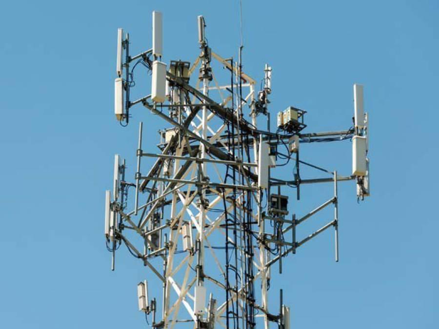 کینیڈا میں چور 68فٹ بلند موبائل فون ٹاور کھول کر لے اڑے