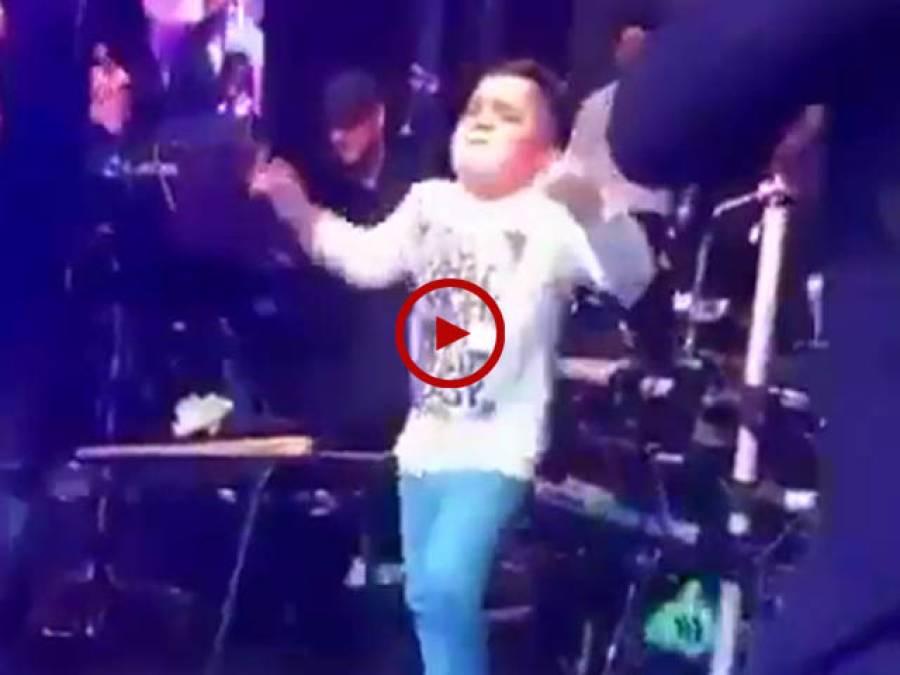 بہت ہی زبردست میوزک پر بچے کے ڈانس کی ویڈیو دیکھیں۔ ویڈیو: عاطف اعجاز۔ لاہور