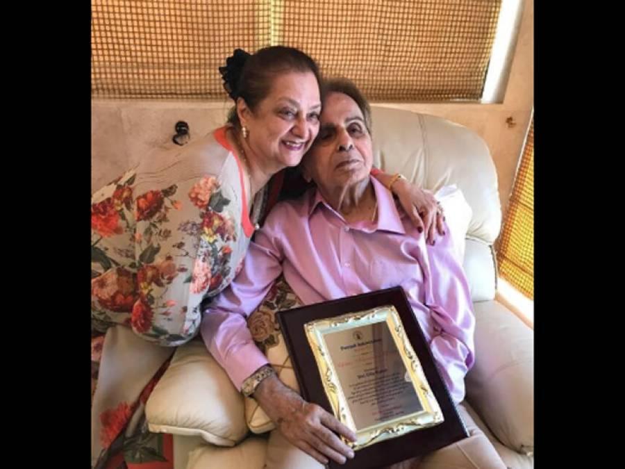 معروف بھارتی لیجنڈ اداکار دلیپ کمار کو پنجاب ایسوسی ایشن نے ''لائف ٹائم اچیومنٹ ایوارڈ ''سے نواز دیا
