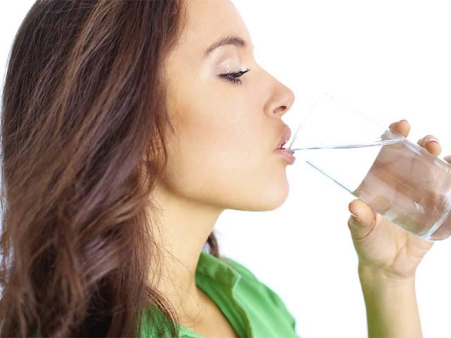 کس وقت پانی پینا آپ کے لئے زیادہ فائدہ مند ہے، سائنسدانوں نے ایسی بات بتادی کہ آپ بھی ضرورعمل کریں گے