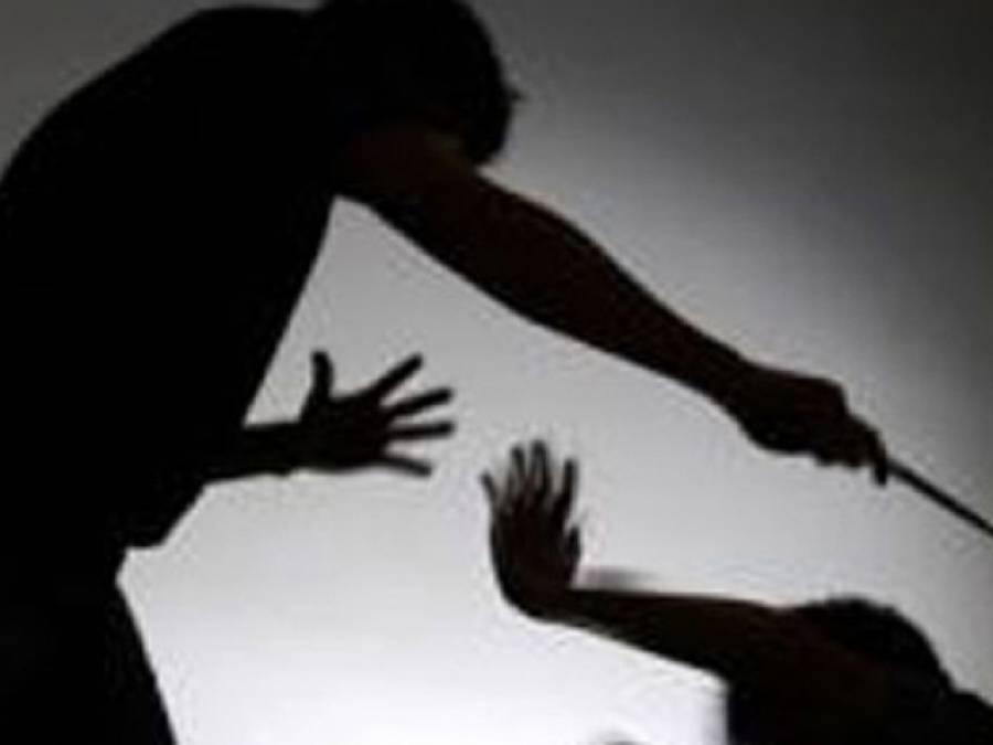 قاری کا 9 سالہ طالبعلم پر الٹا لٹکا کر وحشیانہ تشدد