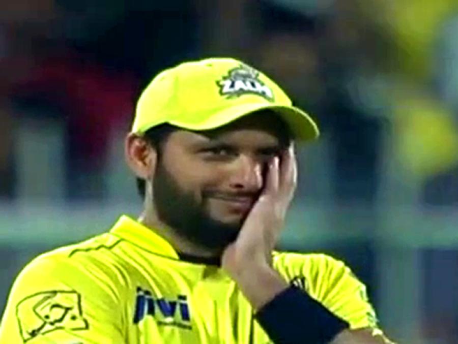 """""""جب بھارتی ٹیم پاکستان آئی تو میں نے تمام کھلاڑیوں کو اپنے گھر بلایا، جیسے ہی کھانا لگا ہر کوئی ایک دم خاموش ہو کر میری شکل دیکھنے لگا کیونکہ۔۔۔"""" شاہد آفریدی نے ایسا واقعہ سنا دیا کہ آپ کی بھی ہنسی نہ رکے گی"""