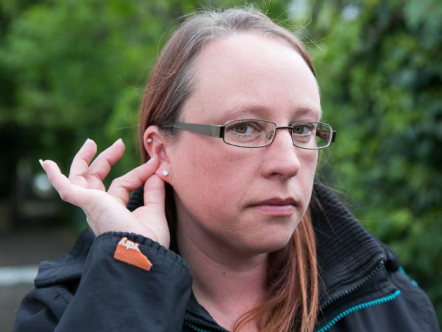 خاتون کے کان میں مکڑا گھس گیا، ڈاکٹر نے معائنہ کرکے نکالنے کی کوشش کی تو نتیجہ کیا نکلا؟ جان کر آپ گھبرا کر اپنی انگلیاں کانوں میں دبالیں گے