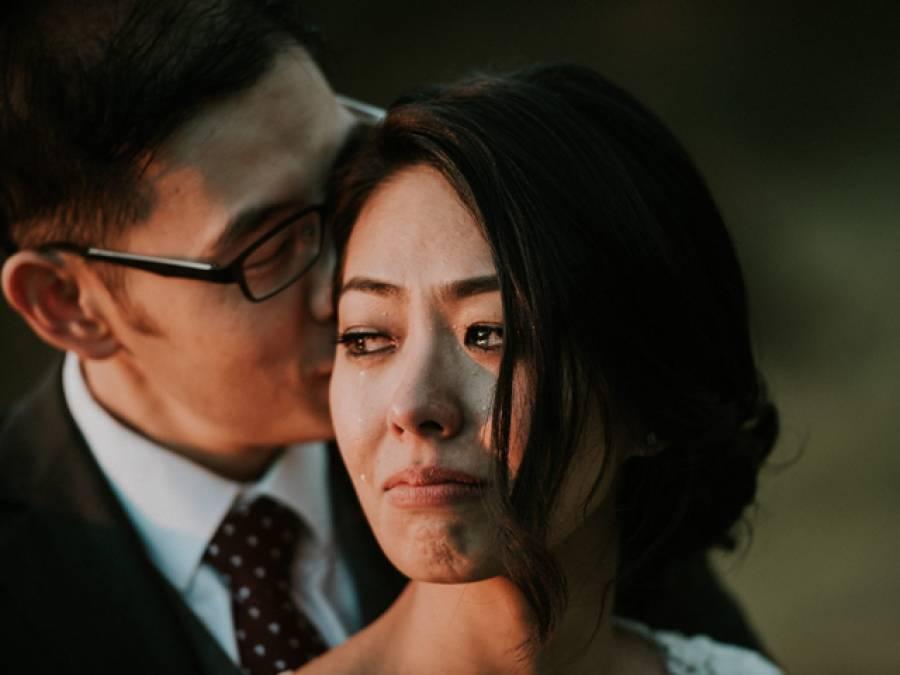 شادی کے موقع پر دولہا نے اپنی دلہن سے ایسی بات کہہ دی کہ فوٹوگرافر کی آنکھوں میں بھی آنسو آگئے، اس تصویر کے پیچھے وہ بات جس نے منٹوں میں اسے پوری دنیا میں پھیلادیا