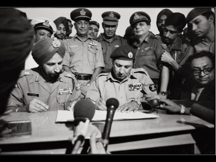 1971ءکی جنگ کے بعد 93 ہزار پاکستانی فوجیوں کے ڈھاکہ میں ہتھیار ڈالنے کی بات سراسر جھوٹ ہے کیونکہ اس وقت۔۔۔