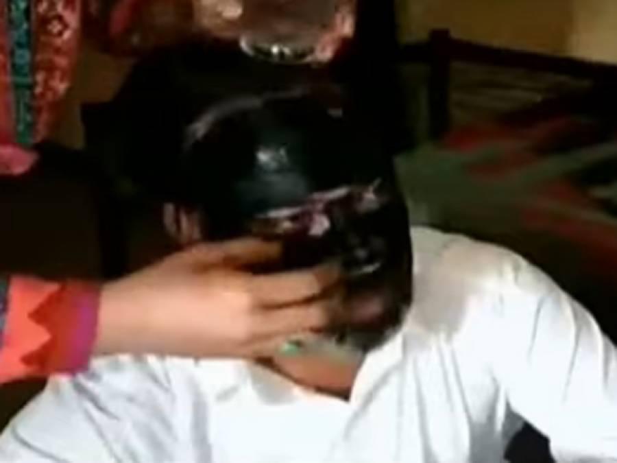 دم کرانے آئی لڑکی سے غیر اخلاقی حرکات،خواتین نے جعلی پیر کی دھنائی کردی