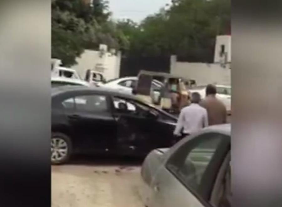 کراچی میں غلط پارکنگ پر گاڑی کو ٹکریں مارنے کی ویڈیو تو آپ نے ضرور دیکھی ہو گی؟ اب اس کے پیچھے چھپی حقیقت بھی سامنے آ گئی ہے، جان کر آپ بھی دنگ رہ جائیں گے
