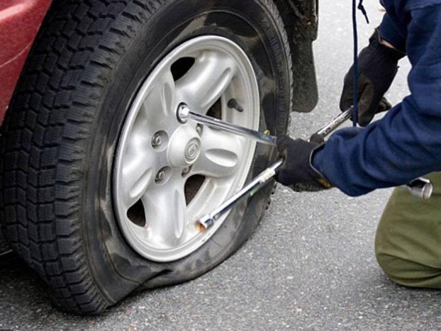 'گرمیوں میں گاڑی کے ٹائروں کو پھٹنے سے بچانے کیلئے ضروری ہے کہ آپ ہر پانچ ہزار کلومیٹر کے بعد ان کے ساتھ یہ کام کریں کہ۔۔۔'